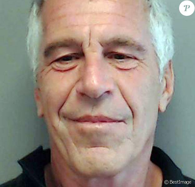 Mug Shot non daté de Jeffrey Epstein, banquier condamné dans le cadre de scandales sexuels impliquant des jeunes filles mineures d'âge.