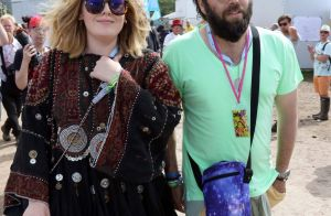 Adele : Célibataire, elle s'éclate en vacances avec ses amis