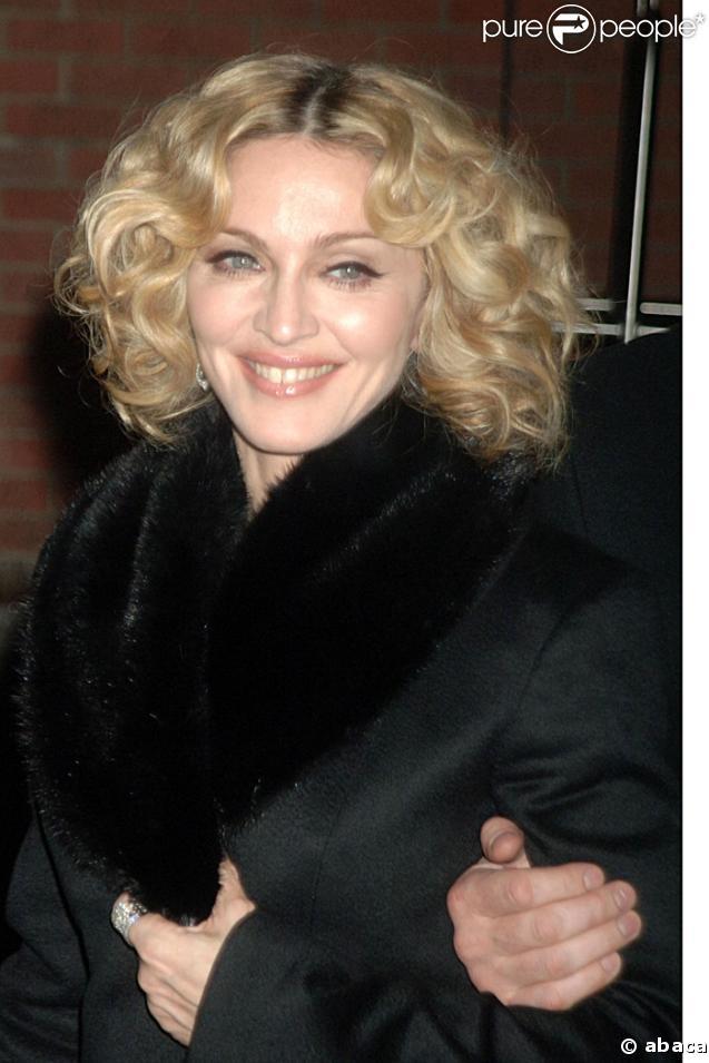 Madonna au Superbowl : une pub à 10 millions de dollars...de quoi lui donner le sourire