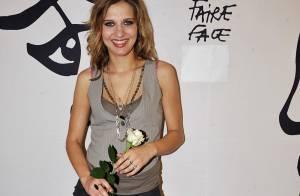 Bonne nouvelle pour la talentueuse Amandine Bourgeois ! L'obtention du disque d'or passe à 50 000 exemplaires !