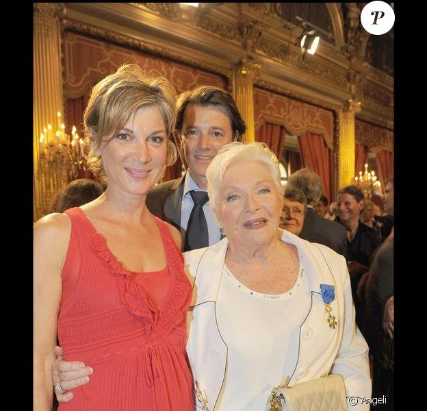 Michèle Laroque et son compagnon François Baroin assistent à la remise de décoration de Line Renaud. 30/06/09