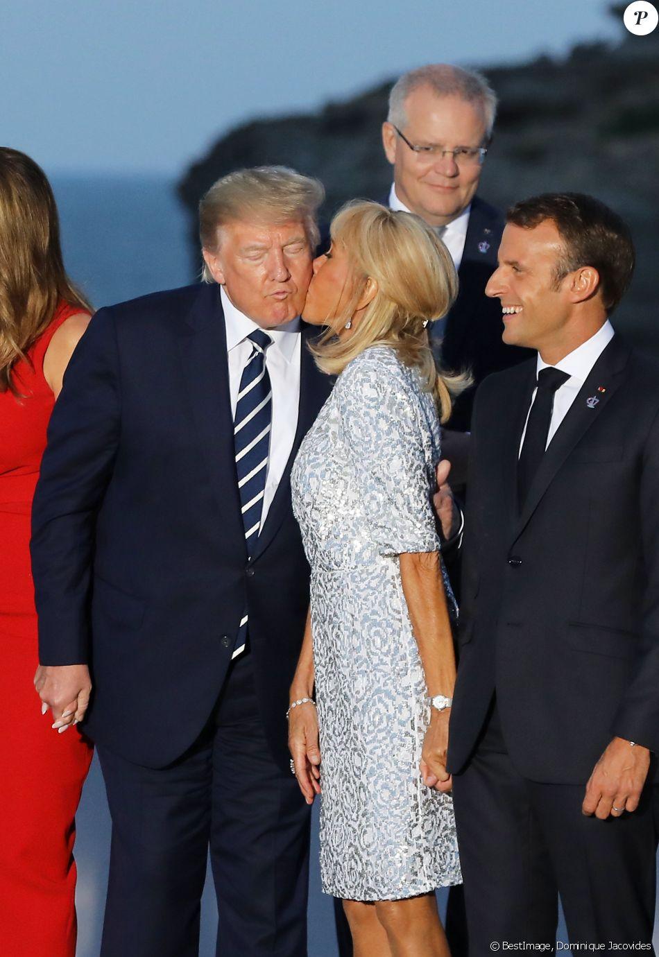 Le président américain Donald Trump, le président français Emmanuel Macron avec sa femme Brigitte Macron - Les dirigeants du G7 et leurs invités posent pour une photo de famille lors du sommet du G7 à Biarritz, France, le 25 août 2019. © Dominique Jacovides/Bestimage