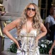 Mariah Carey au top de sa forme dans une petite robe beige super canon !