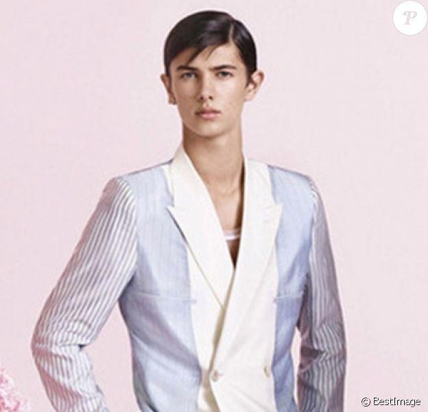 Le prince Nikolai de Danemark dans la campagne Dior Homme par Kaws, octobre 2018.