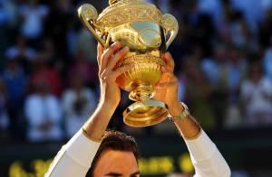 Roger Federer entre dans l'Histoire... devant sa femme très enceinte et un parterre de stars !
