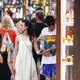 Margaret Qualley et son compagnon Pete Davidson se promènent dans les rues de Venise lors de la 76e édition du festival du film de Venise, La Mostra, le 2 septembre 2019.