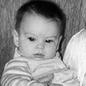 Qui est donc ce... Bébé, devenue une jolie jeune femme un peu... disjonctée ?