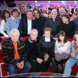 Dorothée entourée de Jacky, Ariane et Corbier ainsi que Pat Le Guen, Les Musclés et Cabu dans Vivement dimanche le 31 octobre 2007.