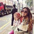 Kylie Rae Harris pose avec sa fille le 4 décembre 2018 sur Instagram.