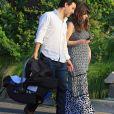 Zooey Deschanel, son mari Jacob Pechenik et leur fille sont allés dîner au restaurant à Austin. Le 26 août 2015