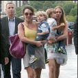Au lendemain de son dernier concert parisien sur le Circus Tour, Britney Spears emmène ses fils Sean Preston et Jayden James visiter la Tour Eiffel