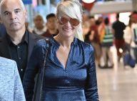Laeticia Hallyday est arrivée en France : souriante et bien entourée à Roissy...