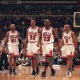Dennis Rodman, Scottie Pippen, Michael Jordan, Ron Harper et Toni Kukoc, joueurs des Chicago Bulls. Avril 1998.