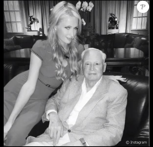 Paris Hilton rend hommage à son grand-père Barron Hilton, décédé le 19 septembre 2019.
