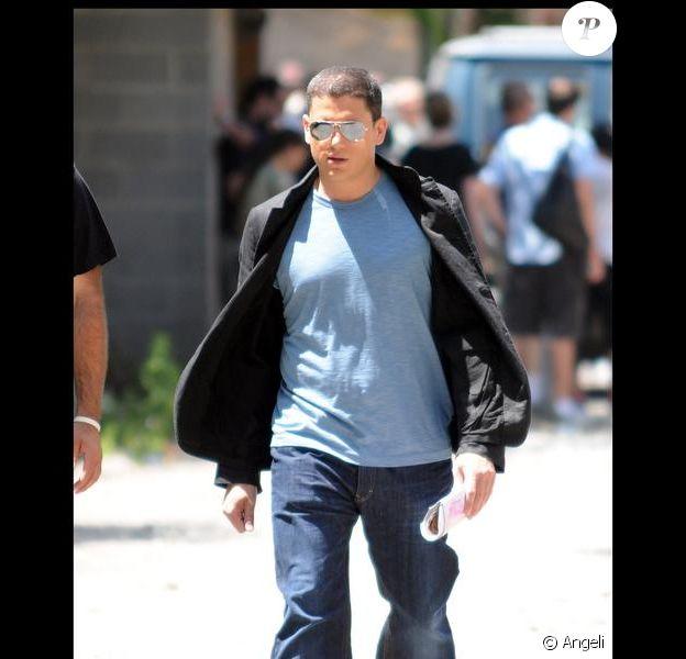 Wentworth Miller quitte le tournage de Law & Order, à New-York dans le quartier de Harlem le 9 juillet 2009.