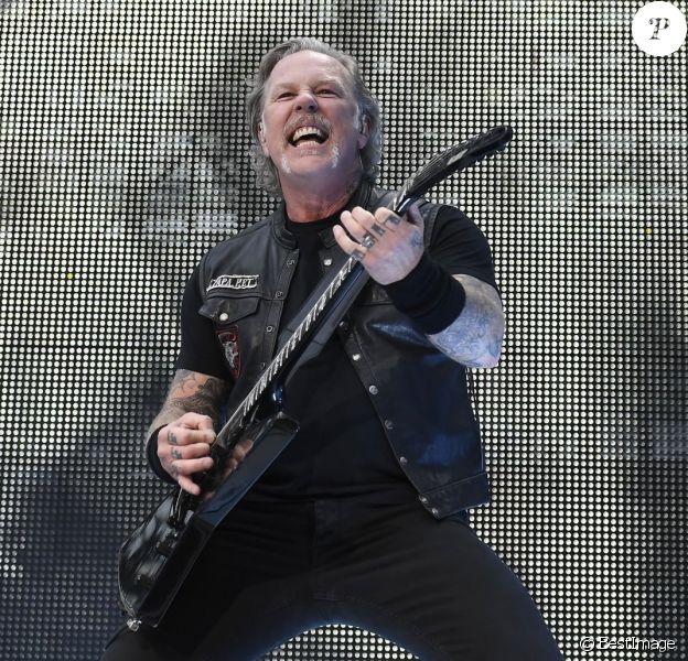 """James Hetfield - Le groupe de hard rock Metallica donne un concert au stade de Twickenham, le 20 juin 2018. Devant une foule massée dans le stade, Metallica a joué leurs plus grands succès """"Master Of Puppets"""", """"Creeping Death'. 'Seek And Destroy"""". Le 20 juin 2019."""