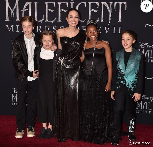 Angelina Jolie et ses enfants Shiloh Nouvel Jolie-Pitt, Vivienne Marcheline Jolie-Pitt, Zahara Marley Jolie-Pitt, Knox Léon Jolie-Pitt à la première de Maleficent : Mistress of Evil au théâtre El Capitan dans le quartier de Hollywood à Los Angeles, le 30 septembre 2019