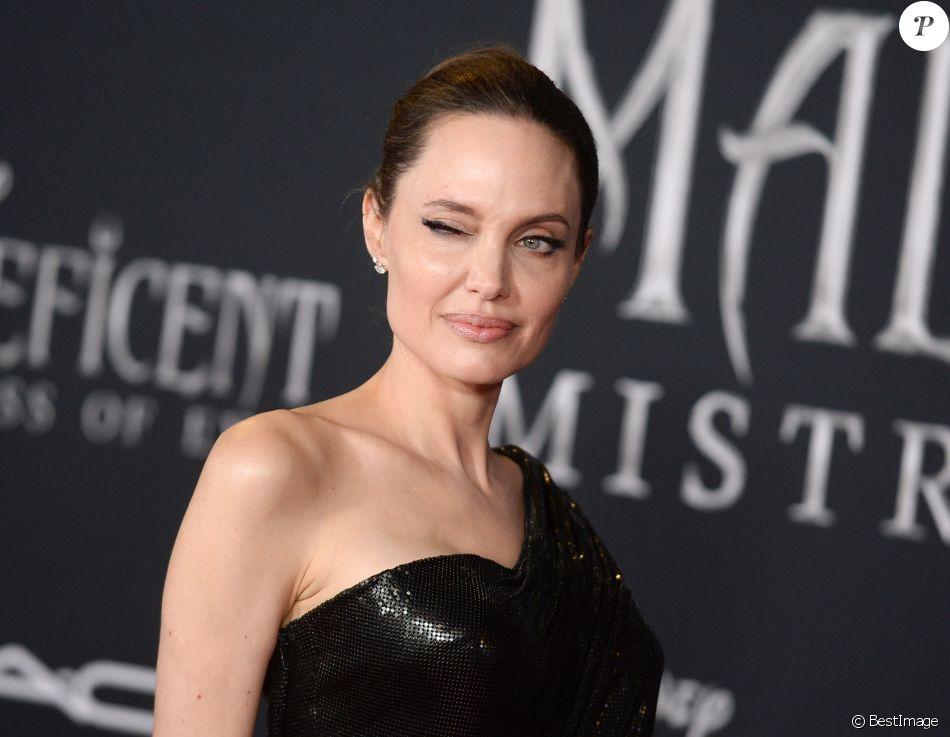 Angelina Jolie Clin D Oeil A La Premiere De Maleficent