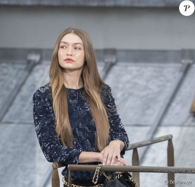 Gigi Hadid participe au défilé de mode Chanel, collection PAP printemps-été 2020 au Grand Palais à Paris. Le 1er octobre 2019.