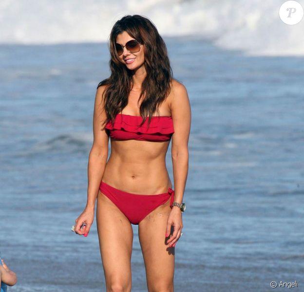 La très jolie Ali Landry, passe une journée idyllique sous le soleil californien avec sa fille Estela Ines, à Malibu, en Californie, le 11 juillet 2009 !