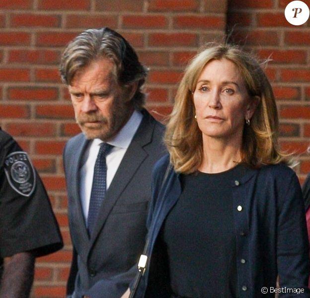 L'actrice Felicity Huffman et son mari William H. Macy à la sortie du tribunal de Boston, Massachusetts, Etats-Unis, le 13 septembre 2019.