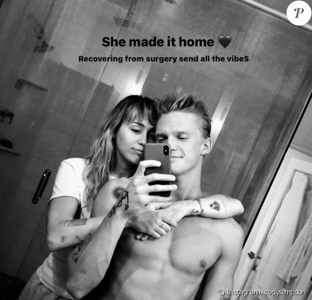 De retour de l'hôpital, Miley Cyrus retrouve son nouveau petit-ami, Cody Simpson. 10 octobre 2019.