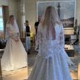 Nicolas Ghesquière dévoile la robe de Sophie Turner lors de son mariage, sur Instagram.