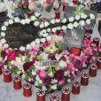 Exclusif - Arrivée samedi 16 février 2019 à Saint-Barthélemy pour les vacances scolaires des filles, Laeticia Hallyday est venue se recueillir sur la tombe de Johnny avec ses filles Jade et Joy, sa mère Françoise Thibaut et Jean Reno avec sa femme Zofia Borucka au cimetière marin de Lorient à Saint-Barthélemy.