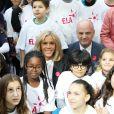 """Léonie, âgée de 14 ans (T-shirt bleu ELA), Brigitte Macron, Jean-Michel Blanquer, ministre de l'éducation nationale - Dictée d'ELA lors de sa 16e édition au Collège Suzanne Lacore, à Paris, le 14 octobre 2019. Cette dictée est le lancement officiel de la campagne """"Mets Tes Baskets et bats la maladie"""" à l'école. ©Dominique Jacovides/Bestimage"""