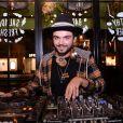 """Noam Adams, alias DJ Noyz, le petit frère de Kev Adams - Inauguration du nouveau restaurant de fast food healthy de Kev Adams, le """"Jak Healthy"""" au 24 rue de Rivoli dans le 4e arrondissement à Paris, le 15 octobre 2019. © Rachid Bellak/Bestimage"""