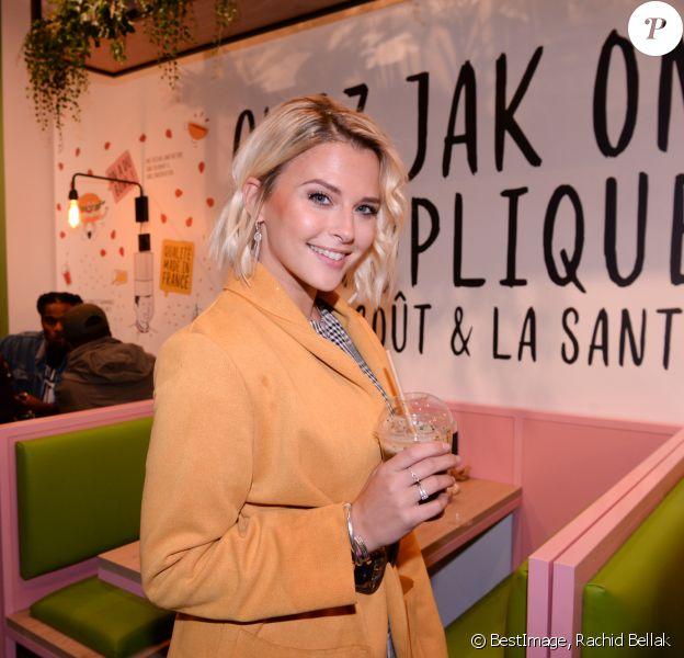 """Kelly Vedovelli - Inauguration du nouveau restaurant de fast food healthy de Kev Adams, le """"Jak Healthy"""" au 24 rue de Rivoli dans le 4e arrondissement à Paris, le 15 octobre 2019. © Rachid Bellak/Bestimage"""