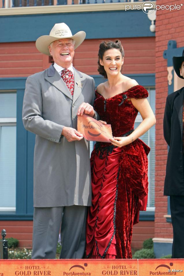 Larry Hagman et Vicky Martin Berrocal lors de l'inauguration du complexe hôtelier Grand Hotel le 14 juillet 2009 à Tarragone en Espagne