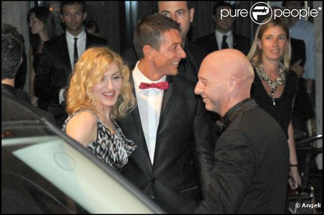 Madonna entourée de Dolce & Gabbana et de Jesuz Luz hier soir à Milan