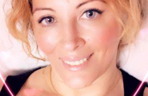 Loana ultra décolletée : allongée, elle offre un selfie qui charme ses fans
