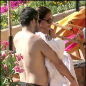 La belle Rosario Dawson et son french lover... câlins sur la plage sous le soleil italien !