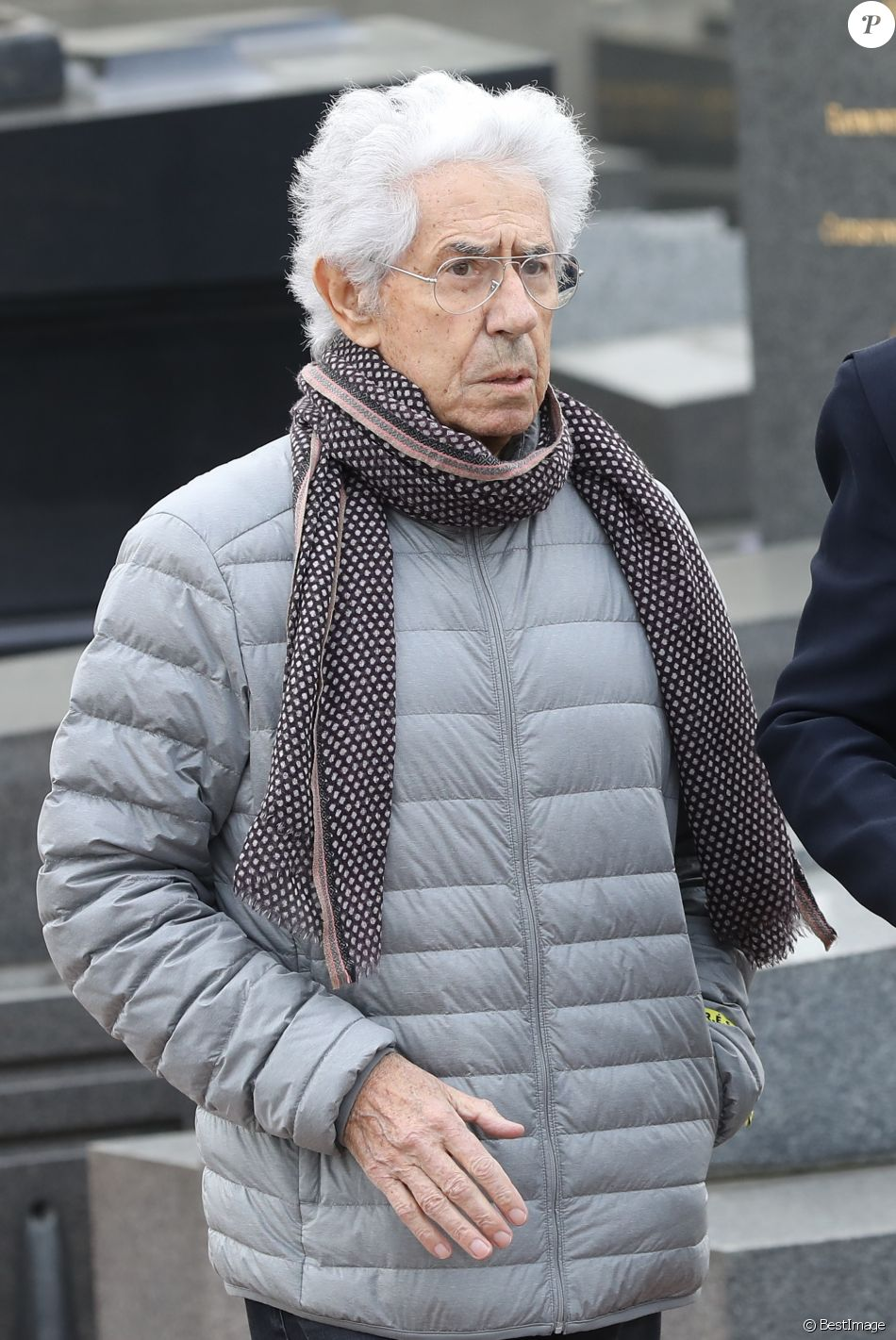 Philippe Gildas lors des obsèques de Véronique Colucci au cimetière communal de Montrouge, le 12 avril 2018.