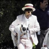 L'excellent Jason Schwartzman, cousin de Sofia Coppola... un look de dandy pour son Woofy !