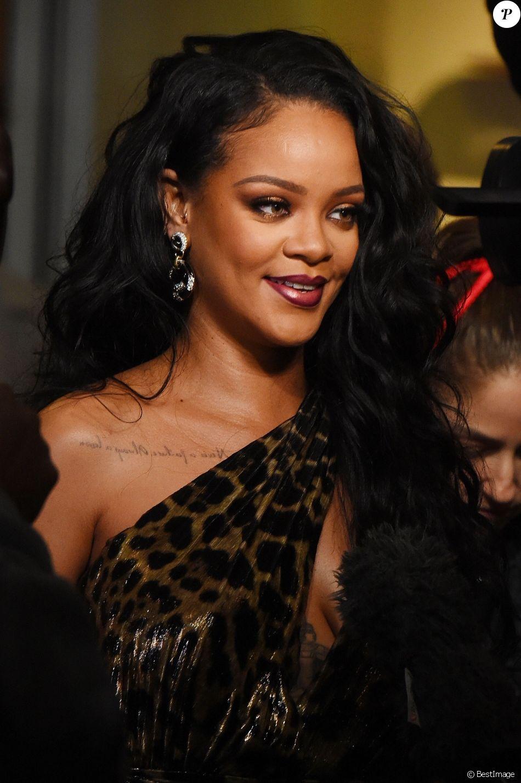 Rihanna Lors Du Lancement De Son Livre Au Musee Solomon R