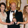 La famille d'Heath Ledger (sa mère, son père et sa soeur) accepte l'Oscar en l'honneur de leur amour disparu