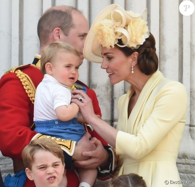 Le prince William, duc de Cambridge, et Catherine (Kate) Middleton, duchesse de Cambridge, le prince George de Cambridge, la princesse Charlotte de Cambridge, le prince Louis de Cambridge - La famille royale au balcon du palais de Buckingham lors de la parade Trooping the Colour 2019, célébrant le 93ème anniversaire de la reine Elisabeth II, Londres, le 8 juin 2019.