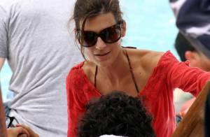 Kendall et kylie jenner bombes au bord de la piscine for Autobronzant et piscine