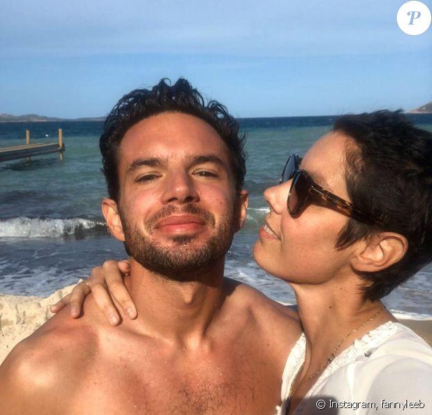 Fanny Leeb pose avec son chéri Olivier sur Instagram, le 4 décembre 2019.