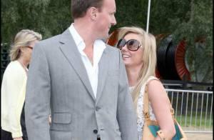 Geri Halliwell, obligée de se planquer derrière son boyfriend à cause de sa robe... vraiment trop courte !