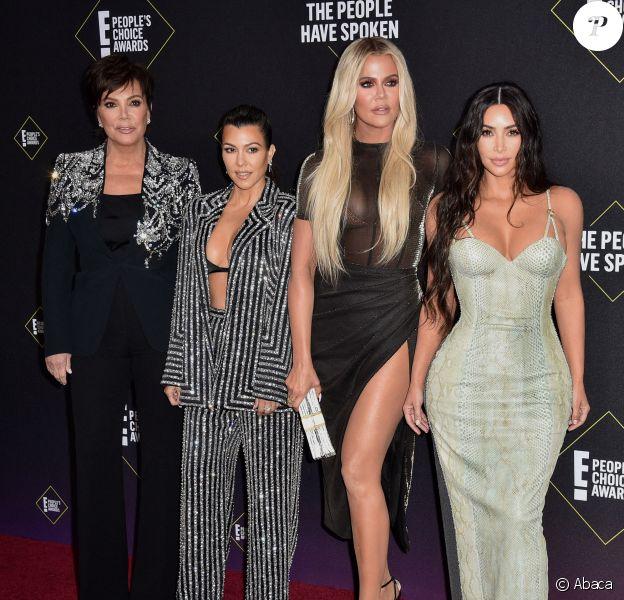Kris Jenner et ses filles Kourtney, Kim et Khloé Kardashian assistent aux E! People's Choice Awards 2019 au Barker Hangar. Santa Monica, le 10 novembre 2019.