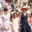 Inès de la Fressange et ses filles Nine et Violette au mariage du prince Albert de Monaco et Charlene, à Monaco, en 2011.