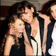 Inès de la Fressange reçoit la grande médaille vermeil de la ville de Paris avec ses filles Nine et Violette, en 2010.