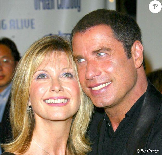 John Travolta et Olivia Newton-John lors des 90 ans de Paramount Home Entertainment le 25 septembre 2002.