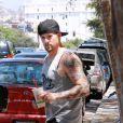 Joel Madden dans les rues de Los Angeles, sirote une boisson protéinée sur le chemin de la salle de muscu. 27/07/09