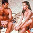 """Sean Connery et Claudine Auger sur le tournage de """"Thunderball""""."""