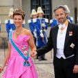 La princesse Märtha Louise de Norvège et Ari Behn, son mari de 2002 à 2017, en juin 2010 à Stockholm au mariage de la princesse héritière Victoria de Suède et de Daniel Westling. Ari Behn s'est suicidé le 25 décembre 2019, se donnant la mort à l'âge de 47 ans. Il était père de trois filles avec Märtha Louise.